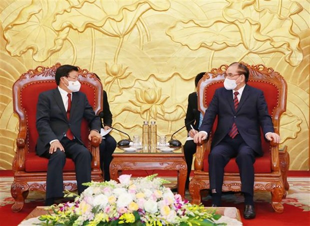 Lao leader vows to foster special relationship with Vietnam hinh anh 1