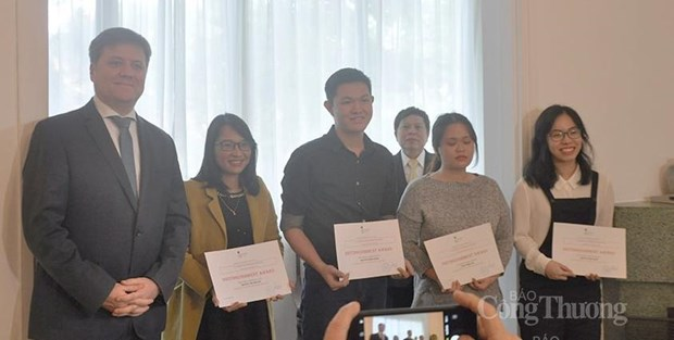 """Polish embassy presents awards for """"Wikipedia 2021"""" contest on Central European countries heritage hinh anh 1"""