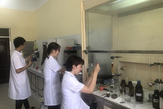 Vietnam successfully synthesises anti-SARS-CoV-2 drug hinh anh 1