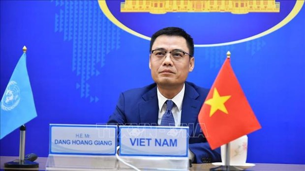 Ending wars is a prerequisite to protect children: Deputy FM hinh anh 1