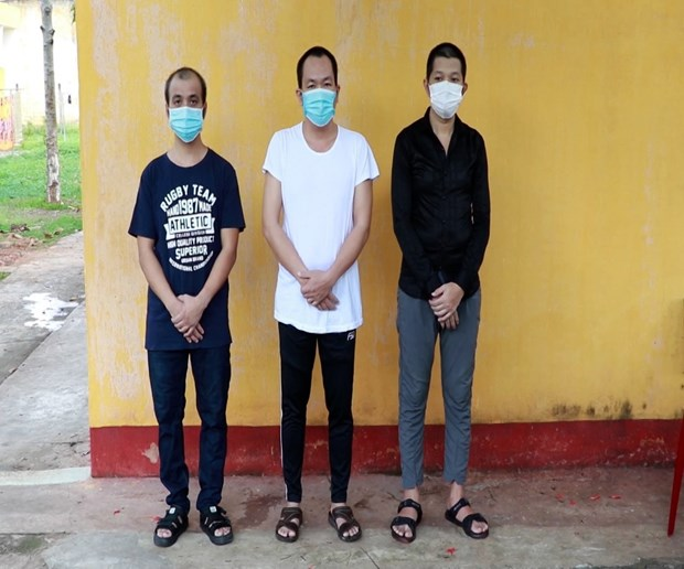 Three men prosecuted for arranging illegal exit for foreigners in Vietnam hinh anh 1