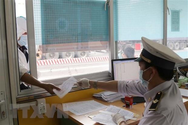 Vietnam-China border trade vibrant despite COVID-19 hinh anh 1