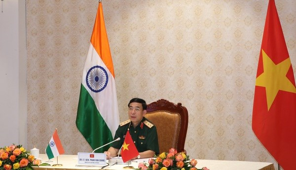 Defence minister holds telephone talks with Indian counterpart hinh anh 1