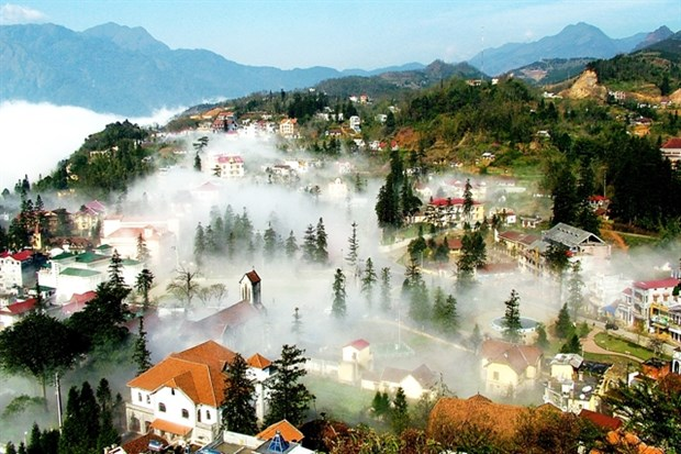 Lao Cai serves more than 1.1 million tourists in H1 hinh anh 1
