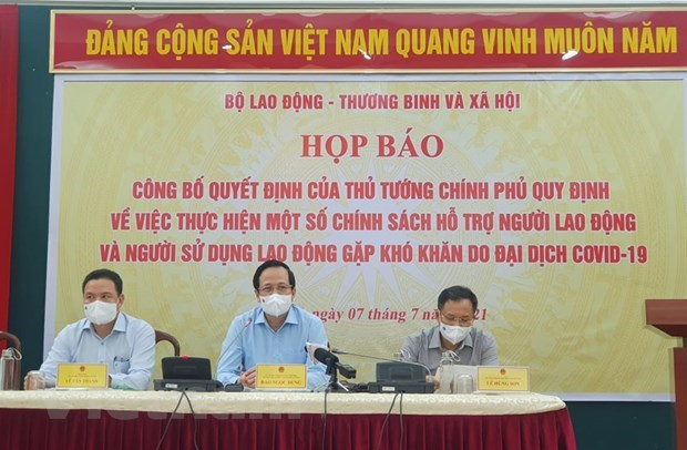 Pandemic-hit employees, employers likely to access support package from July 8 hinh anh 2