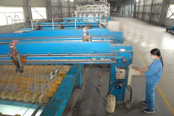 Cement, tiles and glass production see massive surplus hinh anh 1