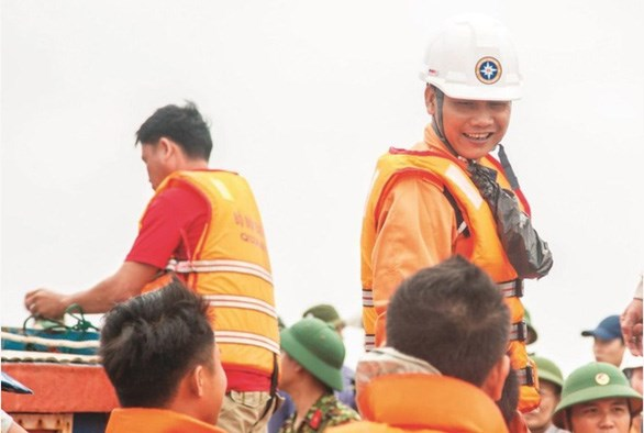 Vietnamese rescuer honoured with IMO bravery award hinh anh 1
