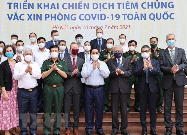 Nationwide COVID-19 vaccination campaign officially launched hinh anh 2