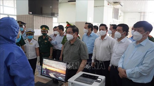 PM asks Tay Ninh, Long An to strengthen COVID-19 prevention, control hinh anh 1
