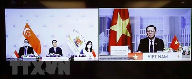 Top Vietnamese, Singaporean legislators hold online talks hinh anh 2