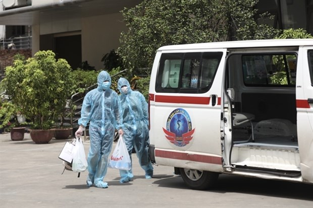 Quarantine for foreign arrivals, direct contacts of COVID-19 patients down to 14 days hinh anh 1
