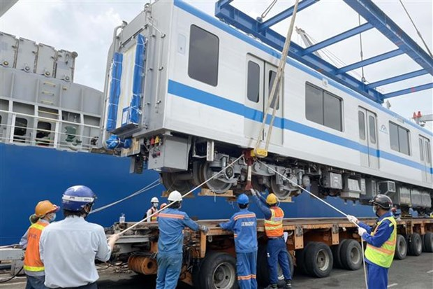 Two more trains Metro Line No.1 arrives in HCM City hinh anh 2