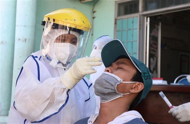 Vietnam logs nearly 3,000 COVID-19 cases on July 14 hinh anh 1