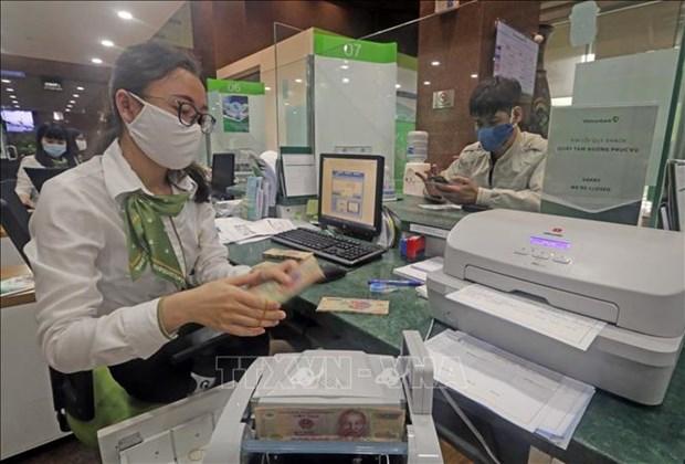 Các ngân hàng đang giảm lãi suất cho vay để hỗ trợ khách hàng bị nhiễm bệnh