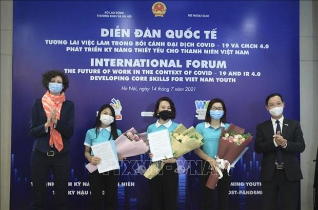 Ten more Vietnamese elected as ambassadors of vocational skills hinh anh 1