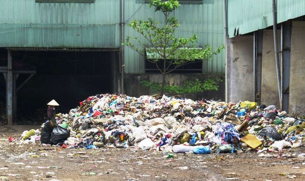 Meeting discusses source-to-sea approach for Hoi An's plastic pollution hinh anh 1