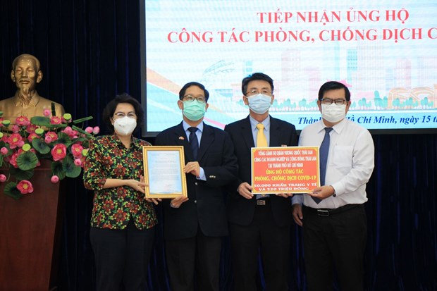 Consulates General, foreign enterprises in HCM City support COVID-19 fight hinh anh 1