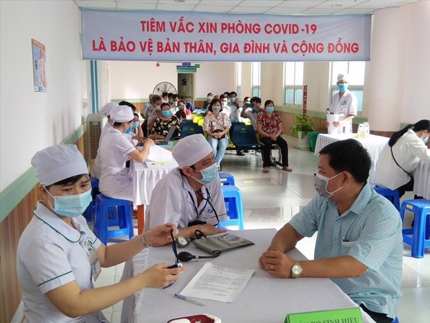Phu Quoc inoculates entire population to revive tourism hinh anh 2