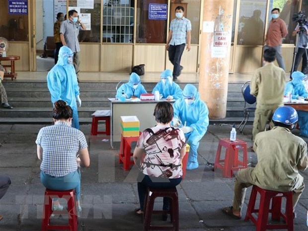 Vietnam reports 1,922 new COVID-19 cases on July 15 evening hinh anh 1