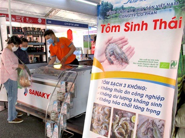 Exporters, hit by pandemic, turn to domestic market hinh anh 1
