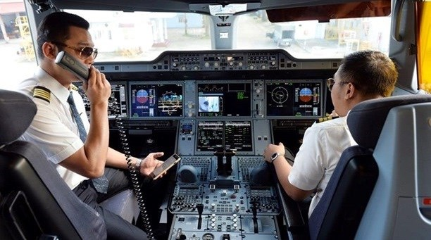 Pilots required to be fully vaccinated to operate flights hinh anh 1