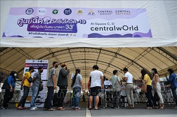 Thailand approves 42 bln-THB support package for people, firms affected by COVID-19 hinh anh 1