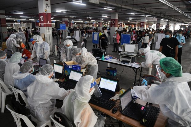 COVID-19 pandemic continues worsening in Thailand, Indonesia hinh anh 1