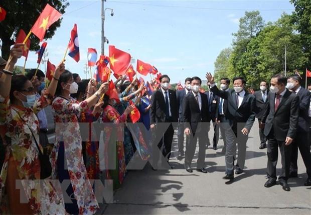 Lao newspaper highlights long-lasting Laos-Vietnam relations hinh anh 1