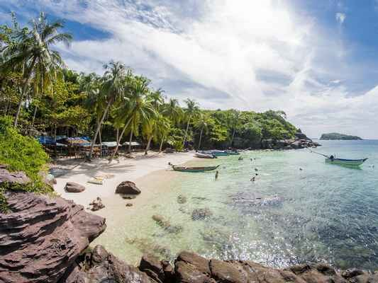 Phu Quoc to welcome foreign visitors with vaccine passports by October hinh anh 1