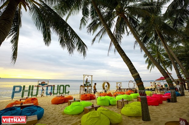 Phu Quoc to welcome foreign visitors with vaccine passports by October hinh anh 2