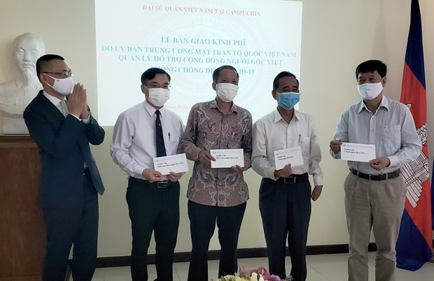 Vietnam donates 85,000 USD to aid affected Vietnamese-Cambodians hinh anh 1