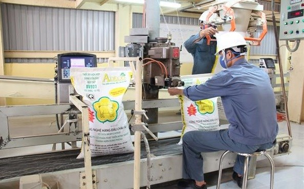 Animal feed exports see surge in H1 hinh anh 1