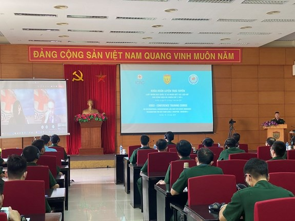 Level-2 field hospital No.4 staff under training stage hinh anh 1