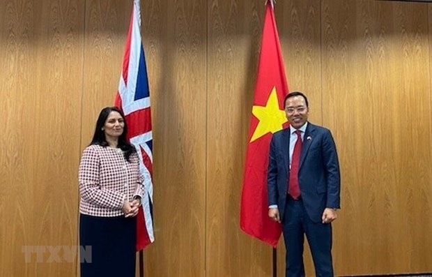 Vietnam, UK beef up cooperation in security, home affairs hinh anh 1
