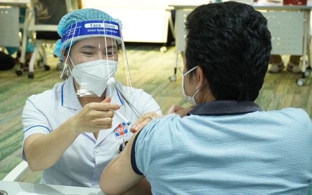 HCM City to start inoculation of additional 930,000 COVID-19 vaccine doses hinh anh 1