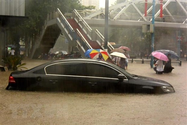 PM extends sympathy to Chinese counterpart over Henan flooding hinh anh 1