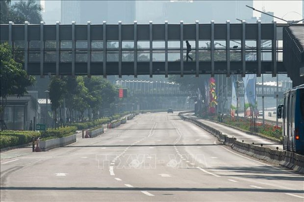 Indonesia expands entry restrictions for foreign workers over COVID-19 hinh anh 1