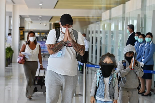 Thailand allows foreign tourists joining