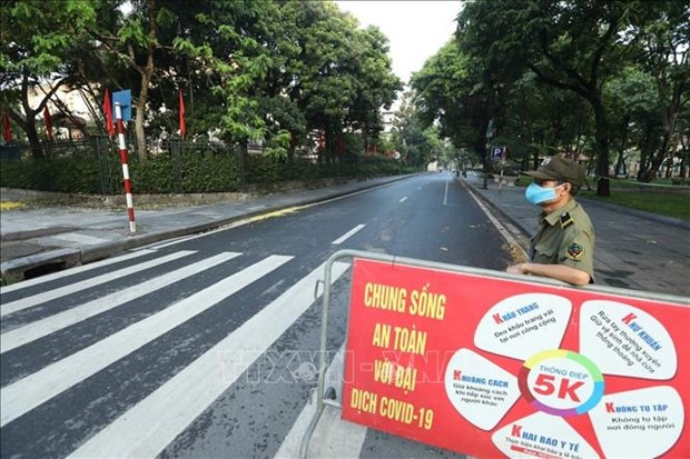 Hanoi applies social distancing measures under PM's Directive 16 hinh anh 2
