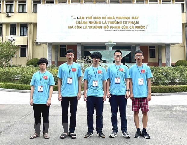 Vietnam bags four golds, four silvers, one bronze at Int'l Physics and Biology Olympiads hinh anh 1
