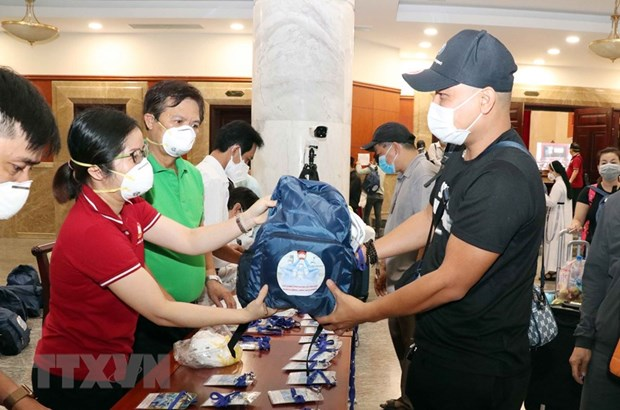 HCM City welcomes volunteers to relieve overwhelmed health care system hinh anh 1