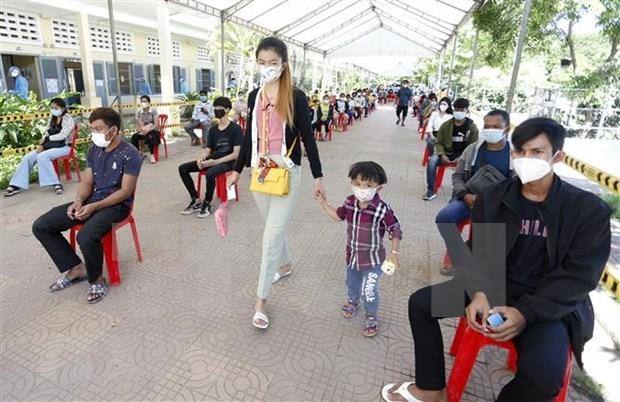 Regional countries see surges in COVID-19 cases hinh anh 1