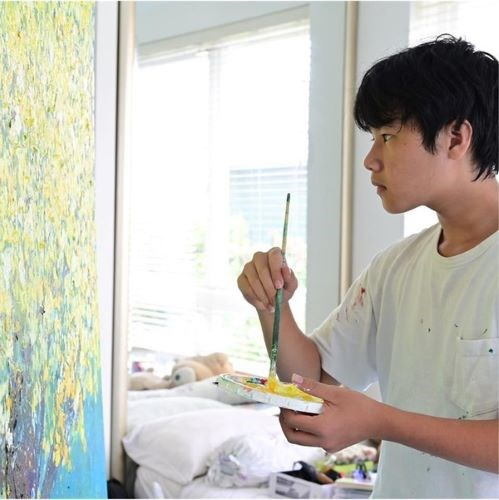 Young painter donates over 130,000 USD to COVID-19 fund hinh anh 1