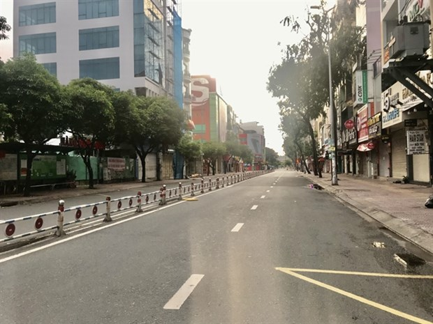Southern provinces apply stricter prevention measures amid worsening situation hinh anh 1