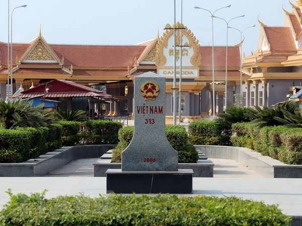 Vietnam, Cambodia discuss land border issues hinh anh 1