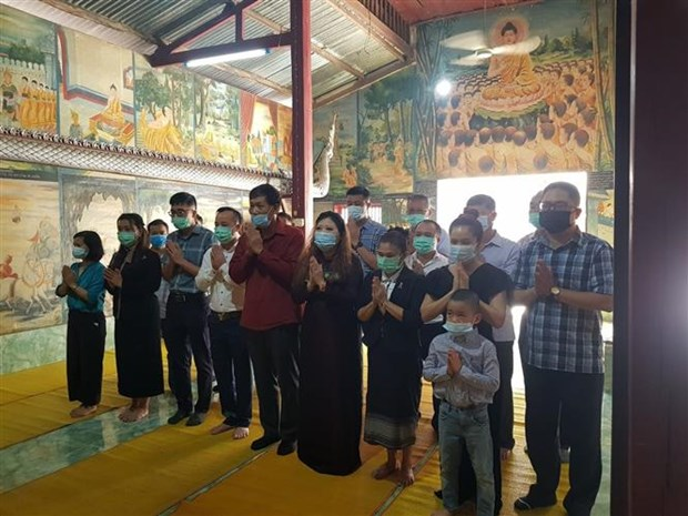 Vietnamese in Luang Prabang pay tribute to heroic martyrs hinh anh 1
