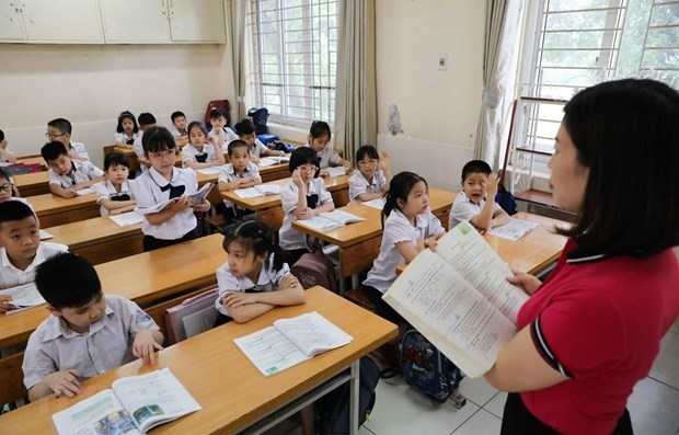 Ministry issues general education programmes for more first foreign languages hinh anh 1