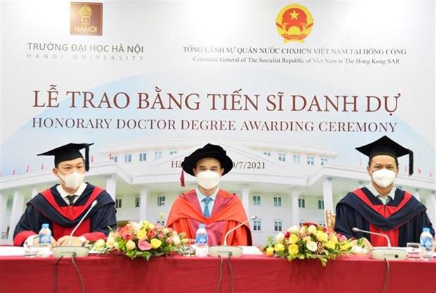Hanoi University presents Honorary Doctor Degree to Hong Kong businessman hinh anh 1