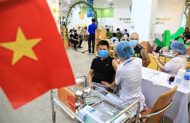 Germany's newspapers spotlights Hanoi's mass COVID-19 vaccination hinh anh 1