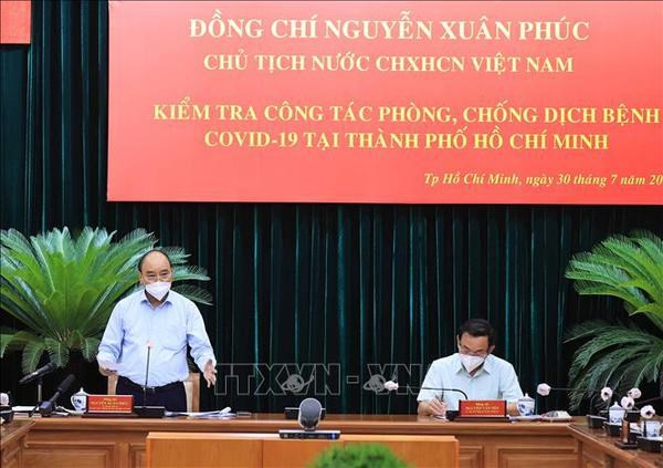 President works with leaders of HCM City hinh anh 1